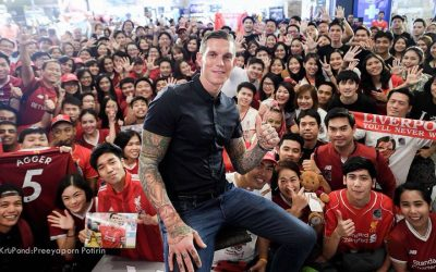 Daniel Agger met fans in Thailand