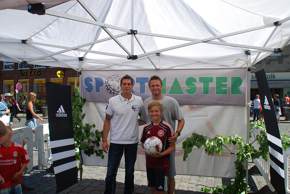 Daniel Agger signed autographs at Solskinsøen